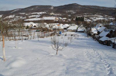 sneh v záhrade