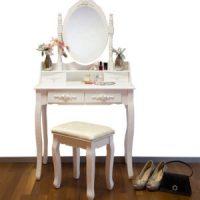 Toaletný stolík pre každú ženu