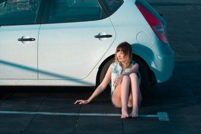 auto a dievča